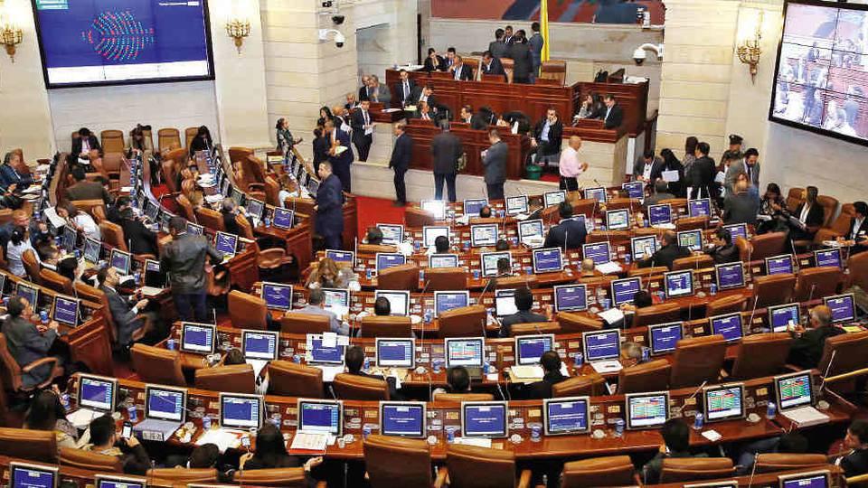 Congresistas colombianos proponen recorte de gastos militares como solución a la crisis de la pandemia